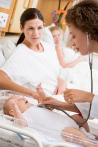 mutter mit neugeborenen